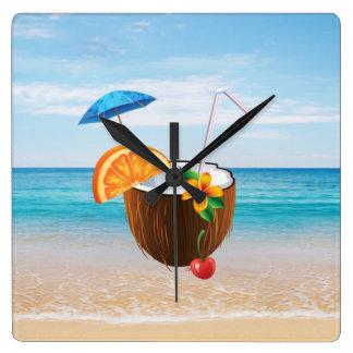 Relógio Quadrado Praia tropical, céu azul, areia do oceano, coco