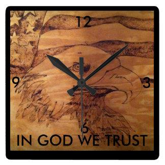 """Relógio Quadrado Pulso de disparo de Eagle da liberdade """"no deus"""