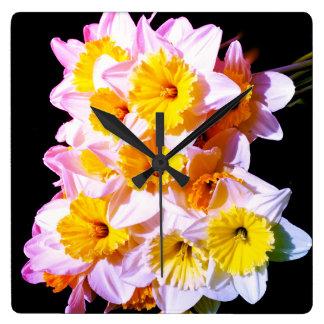 Relógio Quadrado Pulso de disparo de parede amarelo do Daffodil do