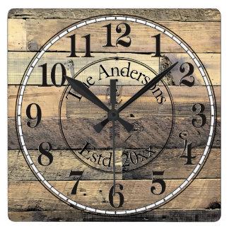 Relógio Quadrado Pulso de disparo de parede de madeira afligido