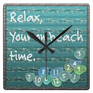 Relógio Quadrado Relaxe, o oceano de vidro da madeira lançada costa