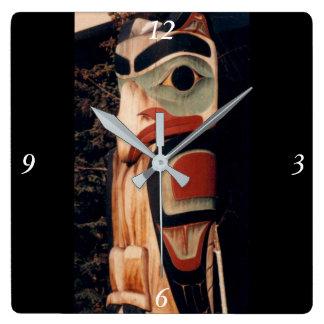 Relógio Quadrado Rico do sudeste cinzelado madeira de pólo de Totem