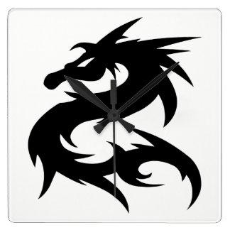 Relógio Quadrado Silhueta tribal do dragão