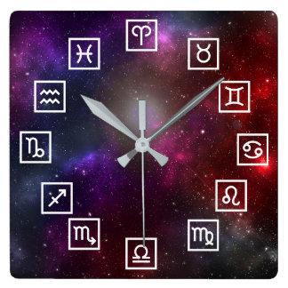 Relógio Quadrado Símbolos do zodíaco em um Starfield cósmico