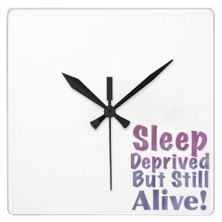Relógio Quadrado Sono destituído mas ainda vivo em roxos sonolentos