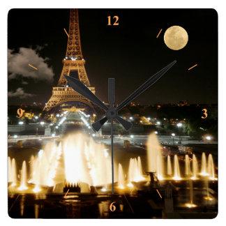 Relógio Quadrado Torre Eiffel na noite
