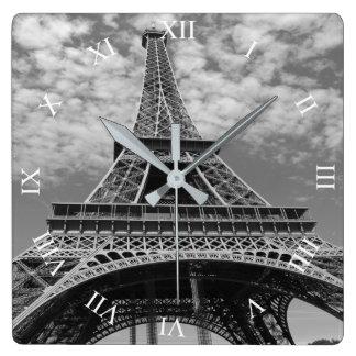 Relógio Quadrado Torre Eiffel que olha acima o pulso de disparo de