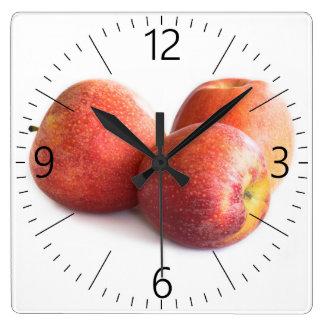 Relógio Quadrado Três maçãs vermelhas