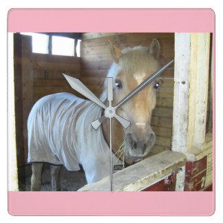 Relógio Quadrado Um cavalo nomeado vai vai de Alaska