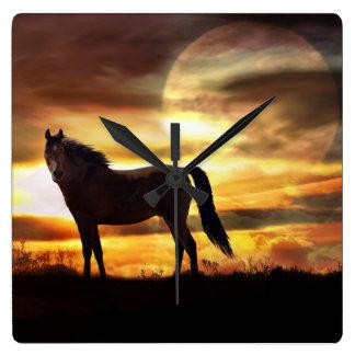 Relógio Quadrado Um pulso de disparo surreal do cavalo e da lua