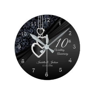 Relógio Redondo 10o Design preto do aniversário de casamento do