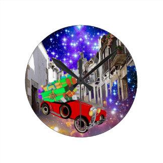 Relógio Redondo Abundância bonita do carro dos presentes sob a
