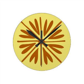 Relógio Redondo Amarelo e abstrato mínimo da flor popular de Brown