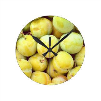 Relógio Redondo Ameixas amarelas macro