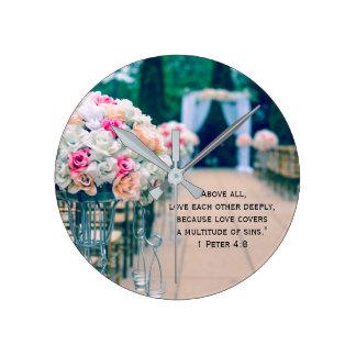 Relógio Redondo Amor do buquê da flor e verso da bíblia do
