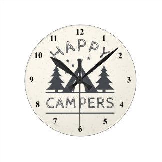 Relógio Redondo Árvores rústicas felizes da barraca de acampamento