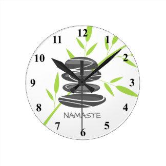 Relógio Redondo As pedras do seixo do zen empilham o pulso de