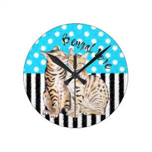 7c00ed6af75 Relógio Redondo Azul das bolinhas do amor dos gatos de Bengal