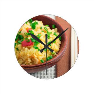 Relógio Redondo Bacia de madeira de arroz e de vegetais cozinhados