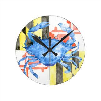 Relógio Redondo Bandeira de maryland da aguarela e caranguejo azul