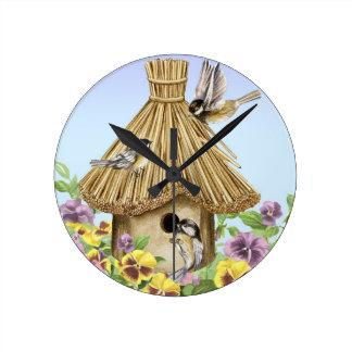 Relógio Redondo Birdhouse dos Chickadees
