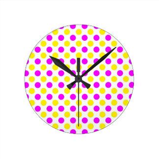 Relógio Redondo Bolinhas cor-de-rosa e amarelas