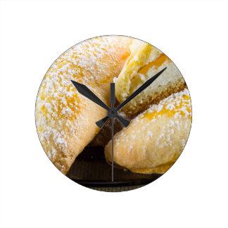 Relógio Redondo Bolos quentes com enchimento do queijo