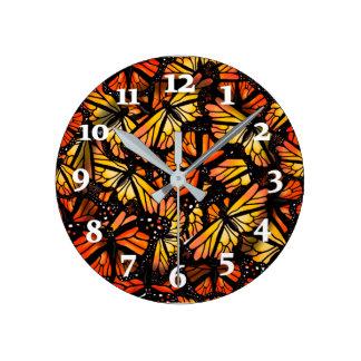Relógio Redondo BORBOLETAS de MONARCA por Slipperywindow