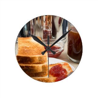 Relógio Redondo Brinde fritado com doce de morango