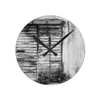 Relógio Redondo Bw esquecido loja abandonado