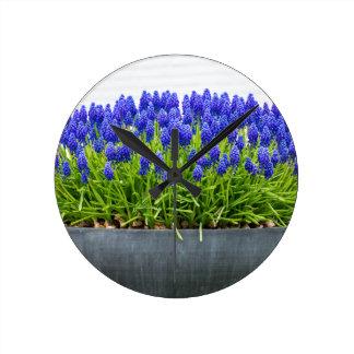 Relógio Redondo Caixa cinzenta da flor do metal com os jacintos de