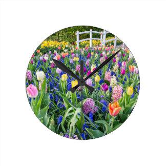Relógio Redondo Campo de flores com jacintos e ponte das tulipas