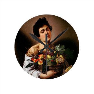 Relógio Redondo Caravaggio - menino com uma cesta de trabalhos de