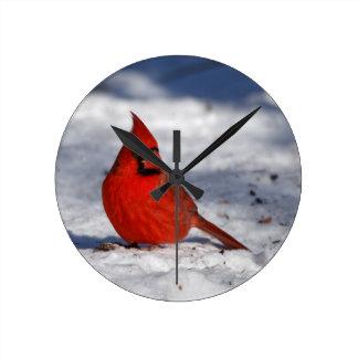 Relógio Redondo Cardeal do norte masculino na neve
