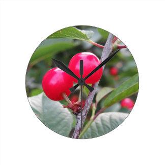 Relógio Redondo Cerejas vermelhas de Montmorency na árvore no