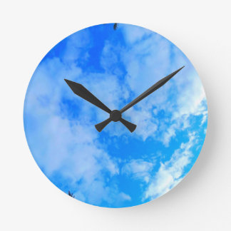 Relógio Redondo céu azul