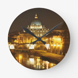 Relógio Redondo Cidade do Vaticano, Roma, Italia na noite