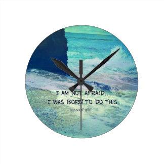 Relógio Redondo Citações inspiradas JOANA da coragem do oceano do