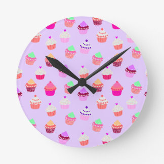 Relógio Redondo Confetes roxos do cupcake