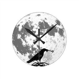 Relógio Redondo Corvo com a Lua cheia da chave de esqueleto