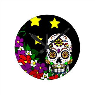 Relógio Redondo Crânio, flores e estrelas do açúcar