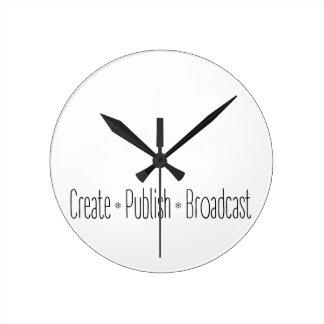 """Relógio Redondo """"CRIAR  •  PUBLIQUE  •  A TRANSMISSÃO"""", texto,"""