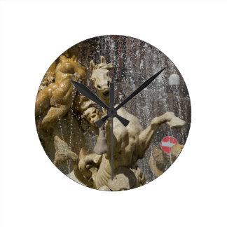Relógio Redondo Detalhe de d'Artemide de Fontana, Ortigia