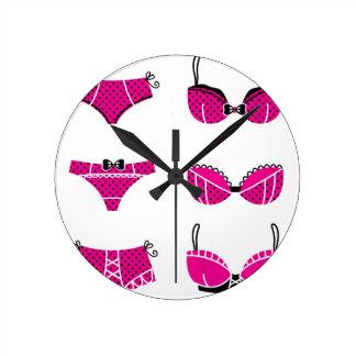 Relógio Redondo Edição cor-de-rosa engraçada do sutiã no branco