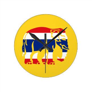 Relógio Redondo Elefantes do cuidado que cruzam o sinal tailandês