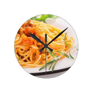 Relógio Redondo Espaguetes italianos com o close up vegetal do