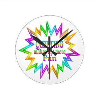 Relógio Redondo Estofando mais divertimento