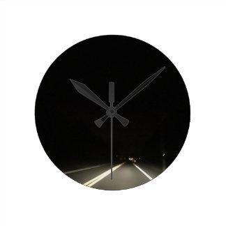 Relógio Redondo Estradas escuras e aventuras do nighttime