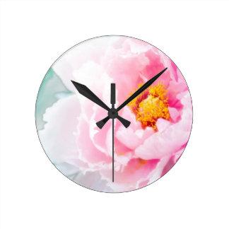Relógio Redondo Flor cor-de-rosa chave alta da peônia