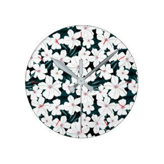 Relógio Redondo Flores brancas e vermelhas nas folhas verdes
